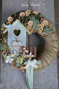 Best Wreath Ideas Compilation for Spring Season - Easter Decor - Spring Decorating Ideas Christmas Wreaths, Christmas Crafts, Christmas Decorations, Holiday Decor, Summer Crafts, Diy And Crafts, Diy Ostern, Summer Wreath, Spring Wreaths