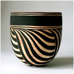 Decorative Objects Illustration Description Ceramic bowl by Beate Andersen Plus -Read Ceramic Clay, Ceramic Bowls, Ceramic Pottery, Pottery Art, Slab Pottery, Pottery Studio, Sgraffito, Earthenware, Stoneware
