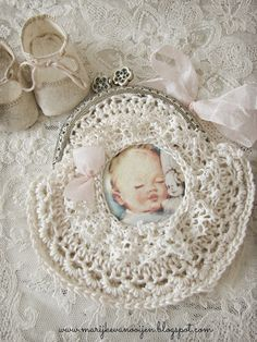 Where nostalgia and romance meet ...: Crocheted purses...love this one!