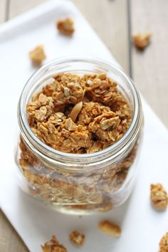 An easy, light homemade granola with just 5 basic ingredients (and no oil needed)! Perfect for breakfast or snacking and great for on-the-go! Cereal Recipes, Snack Recipes, Cooking Recipes, Snacks, Brunch Recipes, Free Recipes, Peanut Butter Granola, Homemade Peanut Butter, Healthy Breakfast Dishes