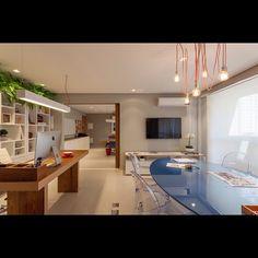 Sala de Reunião - Escritório GF Projetos - Nosso escritório pronto para receber vocês, nossos incríveis clientes que nos dão liberdade de transformar suas casas em espaços mais lindos, aconchegantes e modernos!!! #escritorio #design #interiores #obra #arquitetura #interiordesign #gfprojetos #marcenaria #designdeinteriores #descolado #cinza #sala #saladereuniao #estante #moderno #clientes