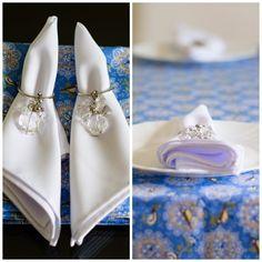 Presente de casamento feito de forma artesanal e com muito amor.. Caminho de mesa, guardanapos e porta-guardanapos.