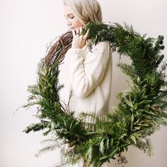 Great idea for Christmas wreath. Grapevine wreath with various fresh greenery. Natural Christmas, Noel Christmas, Christmas 2017, Rustic Christmas, All Things Christmas, Winter Christmas, Christmas Wreaths, Christmas Crafts, Xmas