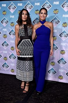 Nikki Bella Photos - WWE Divas Brie Bella (L) and Nikki Bella pose in the press room during Teen Choice Awards 2016 at The Forum on July 2016 in Inglewood, California. Nikki Bella Photos, Nikki And Brie Bella, Bella Sisters, The Bella Twins, Nikki Belle, Teen Choice Awards 2016, Brie Bella Wwe, Wrestling Divas, Women's Wrestling
