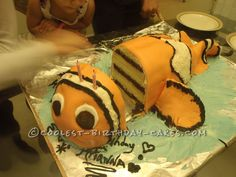Cool 10-Layer 3D Finding Nemo Cake... This website is the Pinterest of homemade birthday cakes