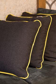 Conheça a All Decor, nela vocÊ vai encontrar as principais marcas de tecidos do mundo, são tecidos únicos, trabalhados e bem exclusivos, você pode comprar os tecidos e já encomendar as cortinas, colchas ou almofadas ali mesmo.