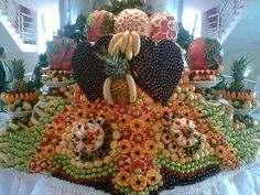 Latest Fruit and vegetable carving design and style 2013 Fruit Centerpieces, Fruit Decorations, Edible Arrangements, Food Decoration, Basket Decoration, Wedding Decoration, Deco Fruit, Fruit Buffet, Fruit Platters