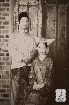 Minang's Old # Indonesian Wedding Javanese Wedding, Indonesian Wedding, Traditional Wedding, Traditional Dresses, Minangkabau, Marriage Dress, Wedding Mood Board, Wedding Preparation, Vintage Photography
