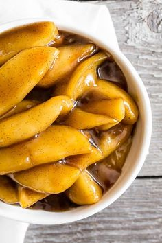 4 Points About Vintage And Standard Elizabethan Cooking Recipes! Sweet Vanilla Spiced Apples Are Perfect Served On Top Of Ice Cream, Pancakes Or French Toast. They Are A Sweet Way To Start Or End Your Day. Best Dessert Recipes, Apple Recipes, Fun Desserts, Fall Recipes, New Recipes, Delicious Desserts, Vegetarian Recipes, Breakfast Recipes, Cooking Recipes