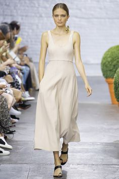 The best trends and looks for women over 40 from the spring / summer 2017 runways! | 40plusstyle.com