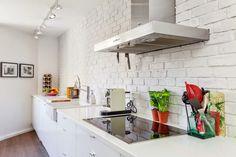 pomysł na ścianę Kitchen, Furniture, Home Decor, Cuisine, Kitchens, Home Furnishings, Interior Design, Home Interiors, Decoration Home