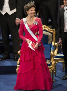 2014 - Queen Silvia - Nine prong tiara with diamonds and diamond necklace and diamond flower Brooch