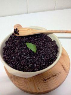Arroz negro   Risoto Pudding, Desserts, Food, Risotto, Tailgate Desserts, Sweets, Black Rice, Deserts, Puddings