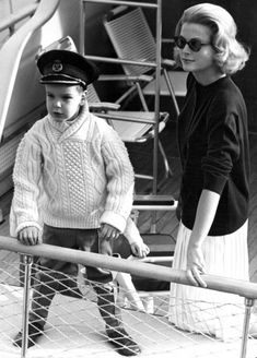 Little Albert and Princess Grace on the royal yacht. His fisherman's cable knit sweater and jaunty little captain's hat are adorable. Perhaps I can emulate Grace's style here next time I'm on the water (Horse Show's by the Bay perhaps?).
