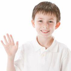 La importancia de enseñar a los niños a saludar y dar las gracias