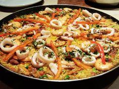 La paella es un plato hecho de arroz, típica de la cocina española y tiene sus raíces en la comunidad de Valencia - es que en Portugal se conoce comúnmente como la Valenciana Rice.