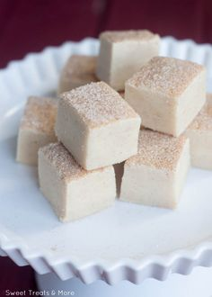 Snickerdoodle Fudge Recipe ~ incredibly easy to make and tastes just like snickerdoodle cookies... It's rich and creamy with a little cinnamon-sugar crunch on top