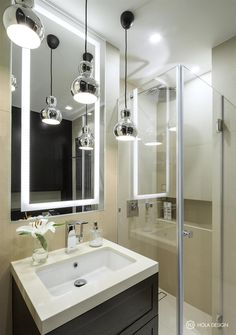 Hola Design's Warsaw apartment almost has the look and feel of a luxurious hotel room suite that people can nonetheless keep for themselves. Small Bathroom Colors, Cheap Bathrooms, Bathroom Toilets, Modern Bathroom, Bathroom Ideas, Apartment Living, Home Furnishings, Glamour, Modern Interiors