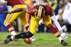 Robert Griffin III de los Washington Redskins se lesionó durante el partido contra los Seattle Seahawks