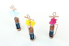 Learn how to make both a basic homopolar motor and a tiny dancing motor! Great science fair project for older kids! Kid Science, Cool Science Experiments, Teaching Science, Forensic Science, Computer Science, Stem Projects, Science Fair Projects, Engineering Projects, Science Activities