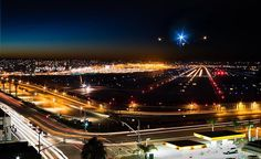 When I recognized a parking structure right at the edge of #sandiegoairport, I couldn't wait to sneak in and check out this outstanding view from the very top. You can just sit there and watch one airplane after another flying right over your head. Being able to overlook the whole airport makes it an amazing place to get some really cool footage, especially during nighttime. ✈️🌃📷 . . . . . . . #chasingthesemoments #wanderlust #fly #airport #airplane #lights #california #sandiego #night…