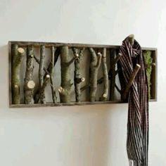 cuelgaropa hecho con ramas