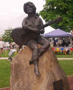 Bronze Statue of Dolly Parton located in downtown Sevierville, TN State Of Tennessee, Wax Museum, Mountain Vacations, Tourist Trap, Balloon Rides, Smoky Mountain, Roadside Attractions, Pigeon Forge, Dolly Parton