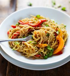 Stir-Fried-Singapore-Noodles-with-Garlic-Ginger-Sauce Recipe - RecipeChart.com #Asian #Easy #GlutenFree #Healthy #Pasta #Quick