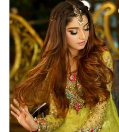 goddesses The Gifts that Keeps On bouncing Early morning BooBers be a bouncing Mehndi Hairstyles, Open Hairstyles, Indian Wedding Hairstyles, Pakistani Makeup Looks, Pakistani Hair, Pakistani Actress, Pakistani Dresses, Bridal Makeup, Bridal Hair