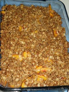 I just made this for the family with or fresh Red Haven peaches. It smells wonderful! Healthy and Easy Recipes: Homemade & Fresh Peach Crisp Fresh Peach Crisp, Fresh Peach Cobbler, Pear Crisp, Delicious Desserts, Dessert Recipes, Yummy Food, Healthier Desserts, Baking Desserts, Vegan Desserts