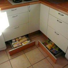 Цокольные ящики помогают расширить полезное пространство на кухне за счет…