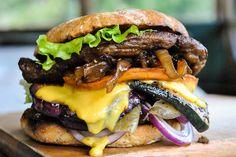 mega hamburguesa vegetariana estricta con seitán | VeganSandra - sabrosos, baratos y fáciles recetas vegetarianas de Sandra Vungi