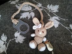 Janitan kätösistä: Virkattu tuttinauha - pupu Diy Crochet, Crochet Baby, Crochet Pacifier Clip, Binky, Crochet Accessories, Diy Toys, Weaving, Quilts, Christmas Ornaments