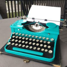 - Teal Royal Model P Portable Typewriter Old Fashioned Typewriter, Royal Typewriter, Antique Typewriter, Craft Room Decor, Portable Typewriter, Vintage Typewriters, Vintage Models, Decoration, 1930s