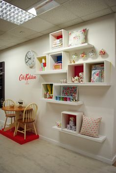 Visual merchandising // display // cath kidston // lifestyle // homewares f Window Shelves, Box Shelves, Display Shelves, Display Ideas, Display Window, Visual Merchandising Displays, Visual Display, Shop Interior Design, Store Design