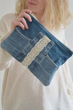 This trendy denim with cotton lining and plastic zipper is great for your everyday essentials. Perfect for carrying keys, mobile phone, lipstick and much more. Made from high quality blue jeans (recycled - upcycled) with great attention to detail and Artisanats Denim, Denim Purse, Clutch Purse, Denim Bags From Jeans, Diy Jeans, Clothes Refashion, Diy Clothes, Easy Clothing, Jeans Recycling