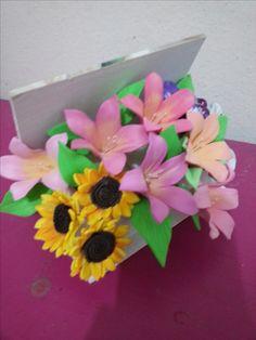 caja de flores de goma eva. Ariadna Cruz.