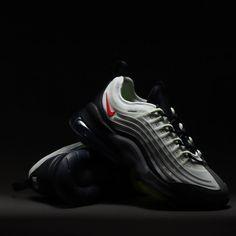 Der Beitrag atmos Japan kündigt einen Nike Air Max ZM950 an erschien zuerst auf Grailify Sneaker Releases. Der Nike Air Max ZM950 hat zuvor noch kein offizielles Release Datum erhalten und steht jetzt schon für eine Kollabo bereit. Das kündigt das in Japan ansässige Label atmos an. Auf Instagram sind nämlich Bilder von einem speziellen Nike Air Max ZM950 aufgetaucht. Das wäre somit der erste Release vom neuen Nike Air Max ZM950. [...] Der Beitrag atmos Japan kündigt einen Nike Air Max ZM950…