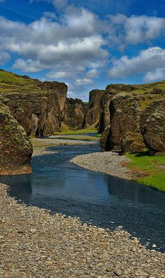 Fjaðrárgljúfur #Canyon in #Kirkjubaejarklaustur - #Iceland http://en.directrooms.com/hotels/subregion/2-76-3064/