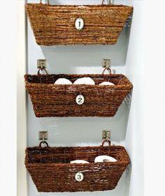 Paljon hyviä ideoita Bathroom Window Storage | Easy Organization Ideas for the Home