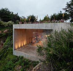 Architecture studio Felipe Assadi created 'Casa Bahia Azul', a concrete house on the Chilean Coast that functions as a painter's studio. Architecture Design, Concrete Architecture, Contemporary Architecture, Concrete Houses, Concrete Art, Facade Lighting, Exterior Lighting, Interior And Exterior, Exterior Design
