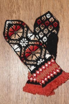 View album on Yandex. Knitted Mittens Pattern, Knitted Gloves, Knitting Stitches, Knitting Patterns, Fair Isle Knitting, Knitting Accessories, Needlework, Christmas Wreaths, Mittens