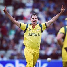 Clint McKay had 2-10 (4) before rained washed out Australia's #CT13 match v NZ #Cricket
