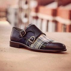 #MonkStrapTshoesday - Now who says that you cannot look formal and cool at the same time? Dare to be different with this hot chocolate mash up. Now that 👆👆👆 is a double monk strap with a difference. 👍  #Tshoesday #Shoes #Shoemania #ShoesThatSpeak #ShoesInNigeria #Shoestagram #Shoesaddict #Shoesaholic #ShoeSwag #ShoeGame #ShoeMaker #MensWear #MenFashion #StylishMen #DapperMen #DapperStyle #FashionShoes #MonkStrap #DoubleMonkStrap #DoubleBuckle #Brown #ChocolateBrown #Leather #Trendy…