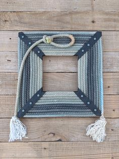 There are several oval or round lariat picture or mirror frames out there, but I haven't seen any square or rectangle lariat frames. Rope Frame, Diy Frame, Rope Crafts, Diy Crafts, Western Picture Frames, Framed Doilies, Western Crafts, Western Decor, Rope Decor