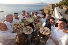 In sintonia con le esigenze della #stagione, i #maestri #pizzaioli si sono attenuti a regole di #freschezza e #leggerezza. Imprescindibili i #prodotti di stagione, molto apprezzata la #filiera corta. #pizza #estate #kermesse