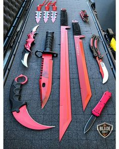Anime Weapons, Fantasy Weapons, Weapons Guns, Zombie Weapons, Armas Ninja, Pretty Knives, Cool Knives, Swords And Daggers, Knives And Swords