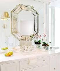 Znalezione obrazy dla zapytania lustro naklejone na drzwi