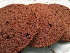 Hallo meine Lieben, ich melde mich zurück mit einem super fluffigen Schokoladen Biskuit. Ich probiere zur Zeit sehr viele Rezepte au...