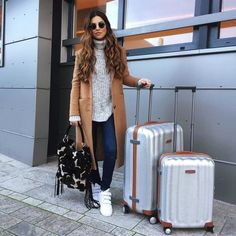 Travel style ve airport style. Travel Outfit Summer Airport, Travel Outfit Spring, Travel Outfits, Airport Fashion, Airport Outfits, Fashion Style Summer, Look Fashion, Fashion Outfits, Fashion Photo